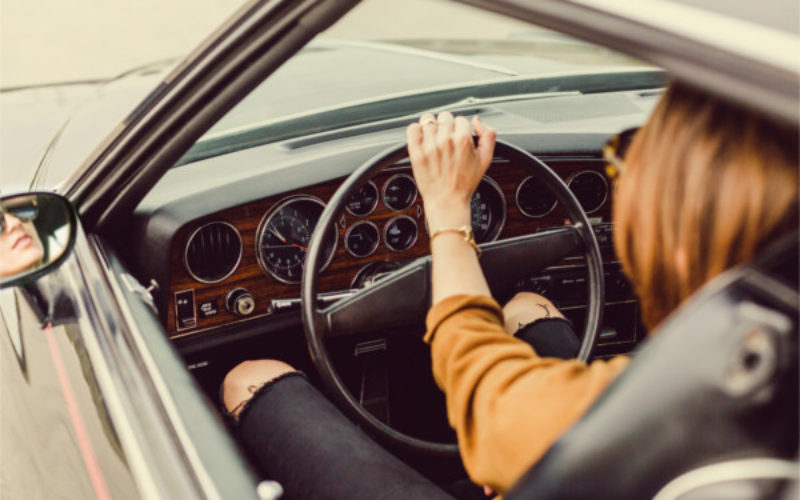 Uomini e donne al volante: un'infografica che sfata i luoghi comuni