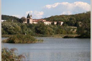 Tra cielo e acqua: le Torbiere del Sebino e il Monastero di San Pietro @ parcheggio davanti all'ufficio postale di Provaglio | Iseo | Lombardia | Italia