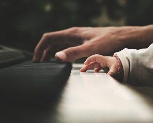 Bambini e anziani insieme in musica @ Centro di prima infanzia della parrocchia di San Lorenzo, | Brescia | Lombardia | Italia