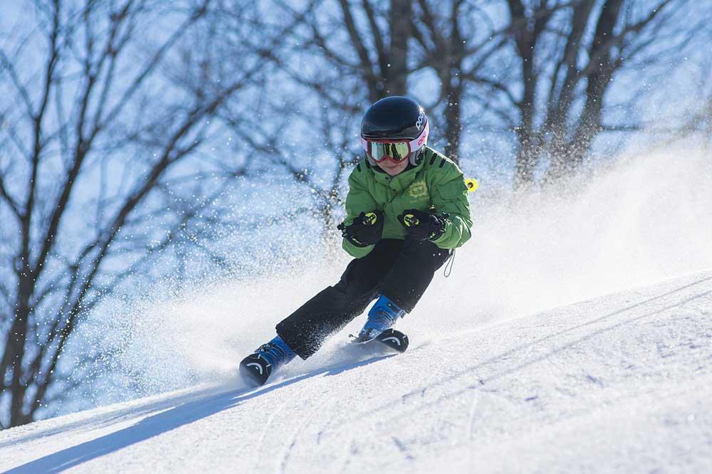 Imparare a sciare: consigli pratici e guida all'equipaggiamento per bambini