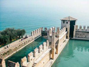 Sirmione, è primavera sul lago di Garda @ ritrovo entrare centro storico Sirmione
