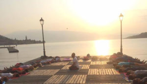 Yoga in the lake @ piazzetta amici del Golfo - sul pontile